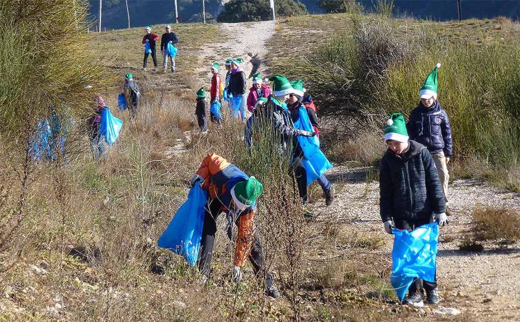 Voluntariado-limpiiando-senda-del-Duero-en--ciudad-de-Soria-2015