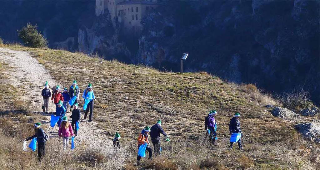 Voluntariado-limpiiando-senda-del-Duero-y-del-rio-Gomayo-en-Soria-2015