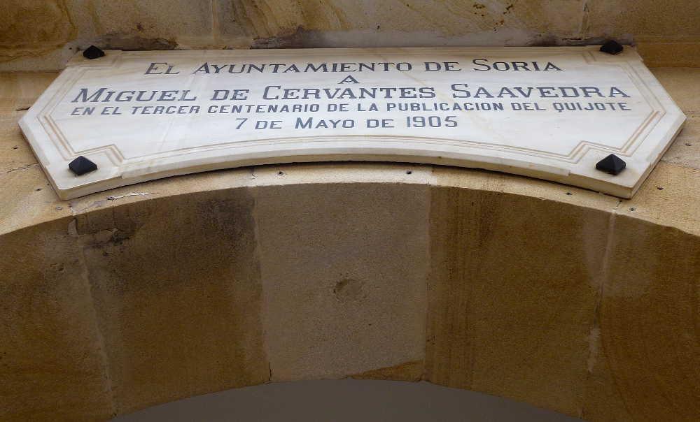 Placa Cervantes en Ayuntamiento de Soria