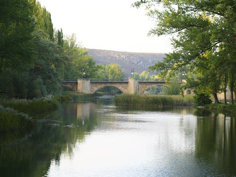 Puente medieval de Soria desde el Soto playa