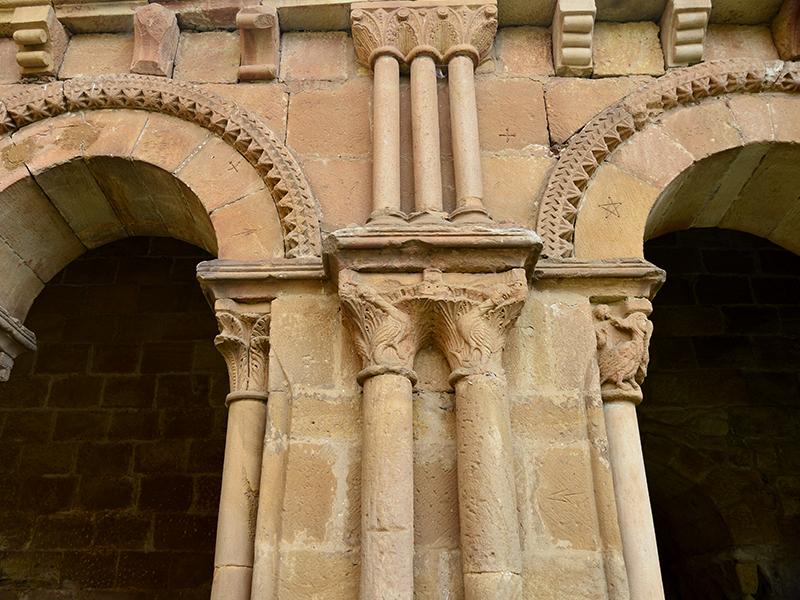 Columnas y capiteles concatedral San Pedro en Soria