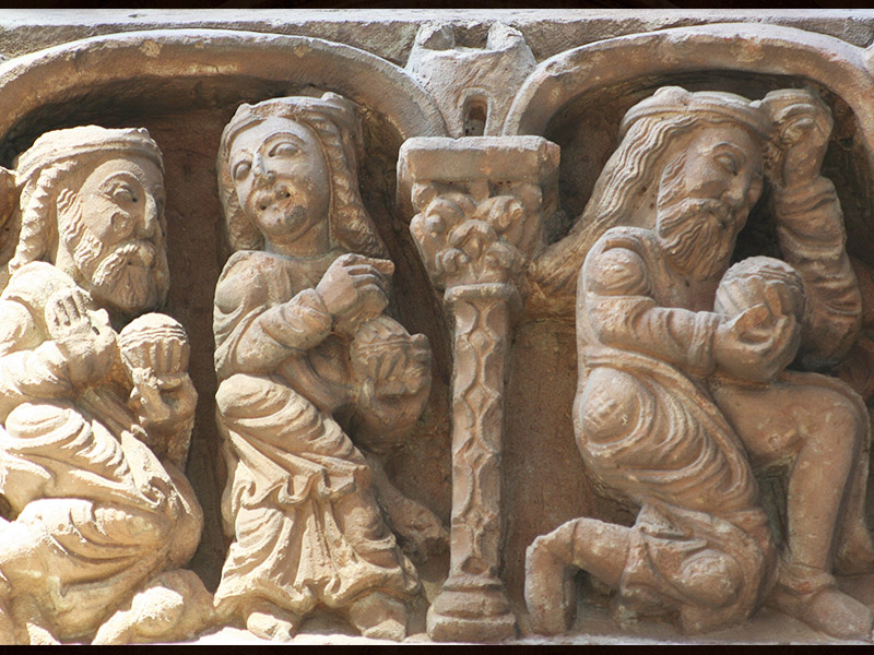Detalle portada iglesia de Santo Domingo