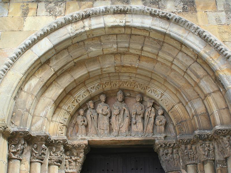 Portada de San Nicolás en la entrada de la iglesia de San Juan de Rabanera