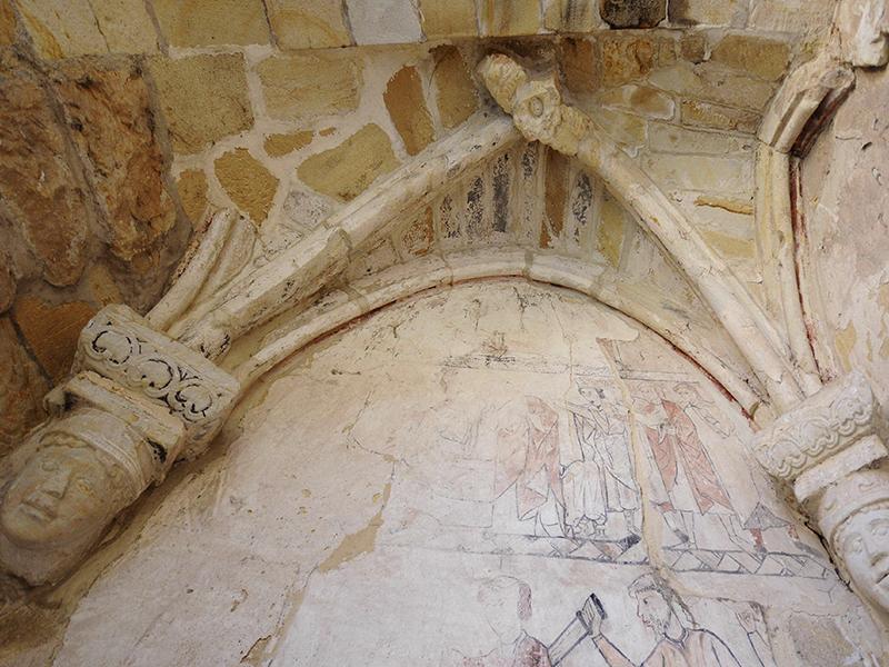 Detalle capitelesuinas iglesia de San Nicolás