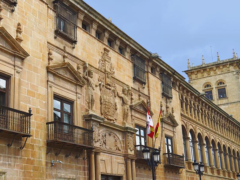 Fachada principal del Palacio de los condes de Gómara