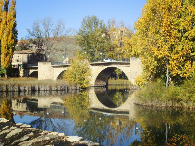 Puente medieval de Soria en otoño