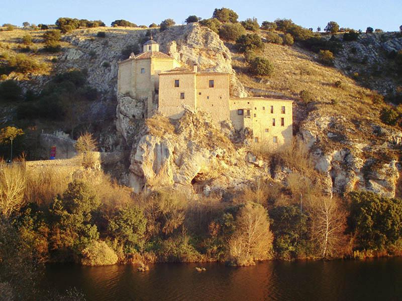 San Saturio Soria, ermita colgada sobre el Duero