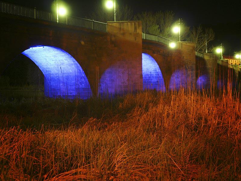 Iluminación nocturna del puente