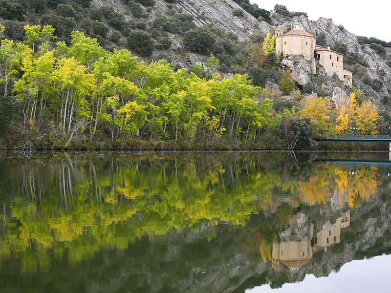 El rio Duero y San Saturio colgado sobre él