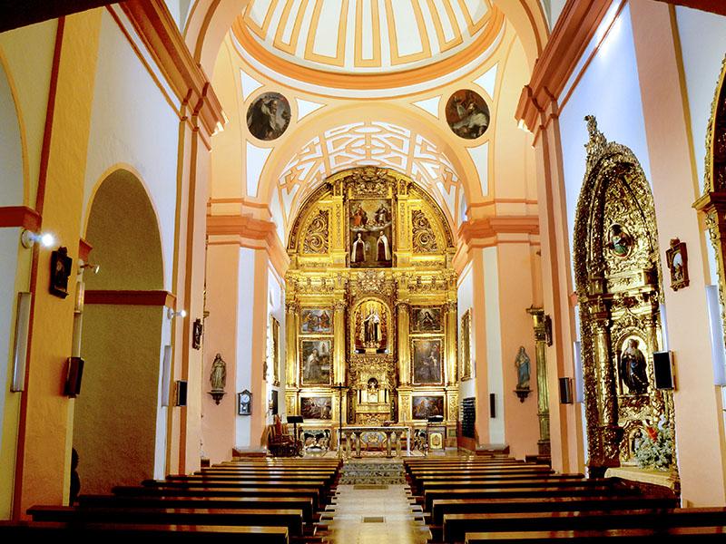 Interior iglesia del Carmen