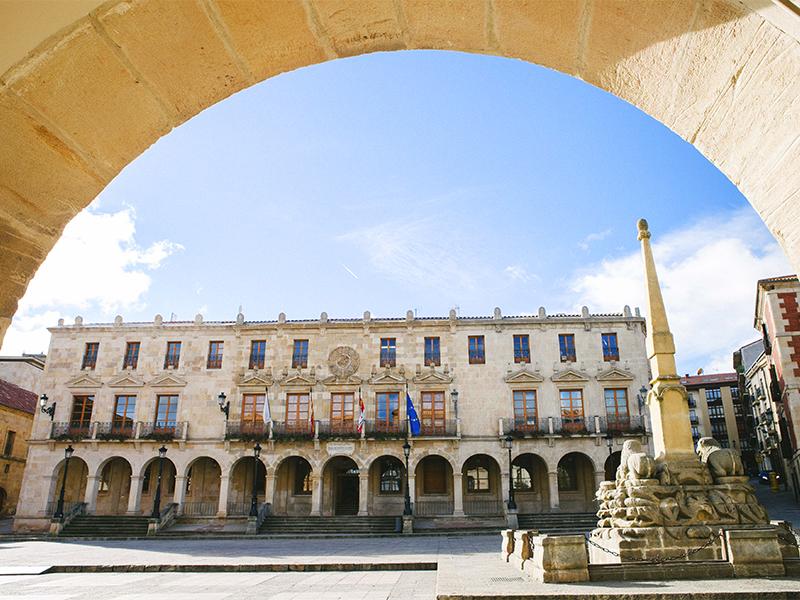 Ayuntamiento y Fuente de los Leones