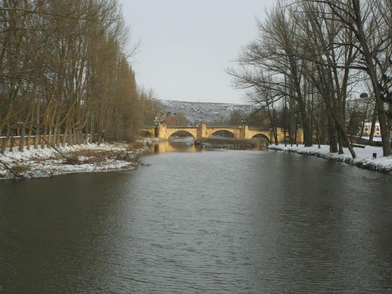 Puente medieval sobre el Duero