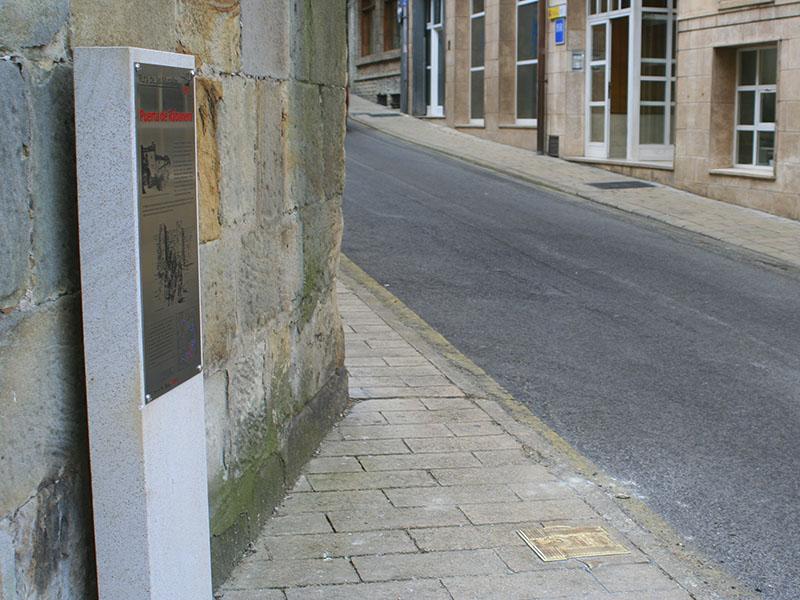 Indicaciones urbanas de la muralla