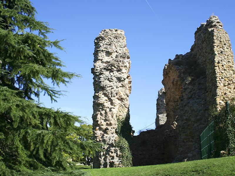 Restos del castillo en el Parque del Castillo de Soria
