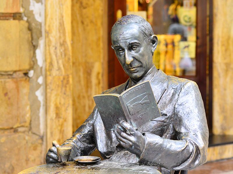 Estatua exterior de Gerardo Diego