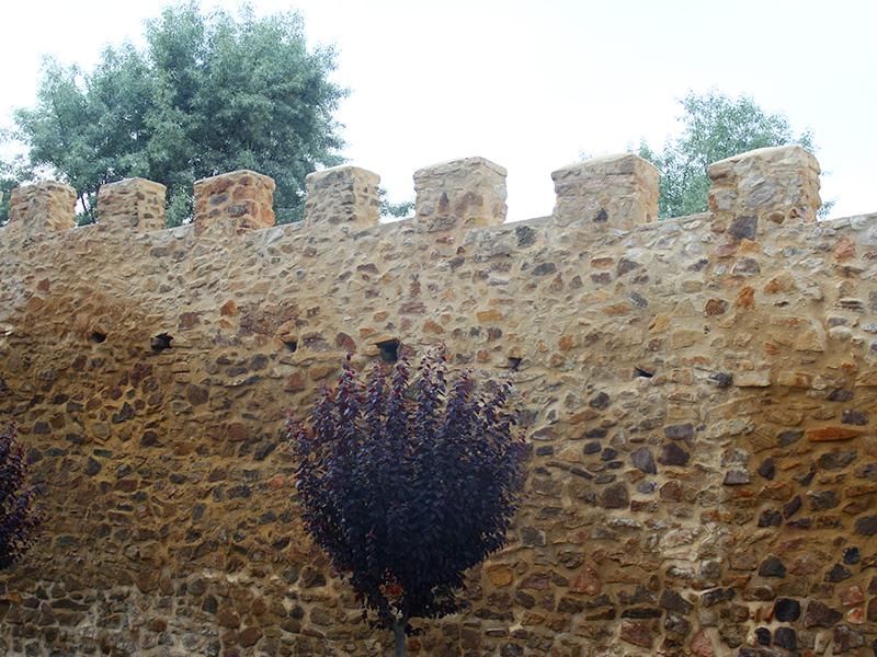 Restos de la antigua muralla que rodean el convento de Santa Clara