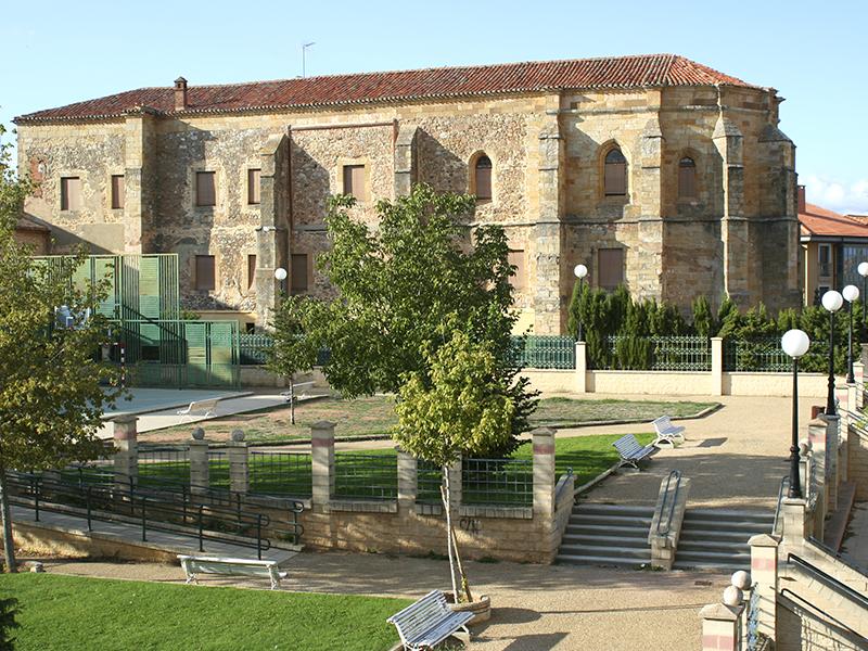 Convento de Santa Clara desde el parque del mismo nombre