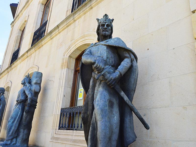 Estatua de Alfonso VIII