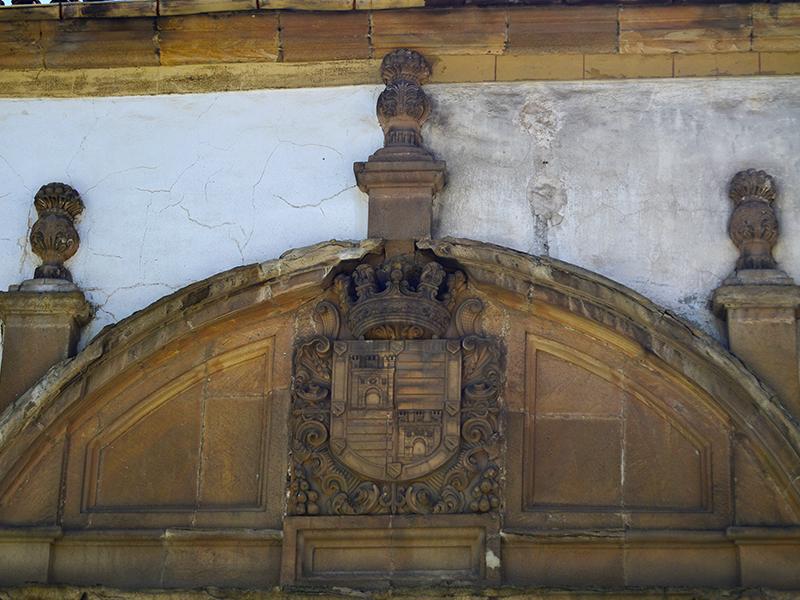 Detalle escudo nobiliario entrada