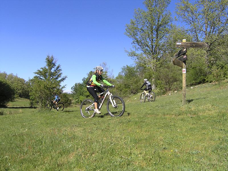 Hacer turismo activo con la bici por Soria