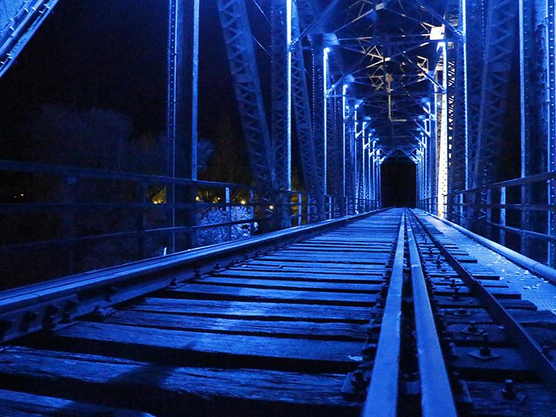 Puente de Hierro iluminado