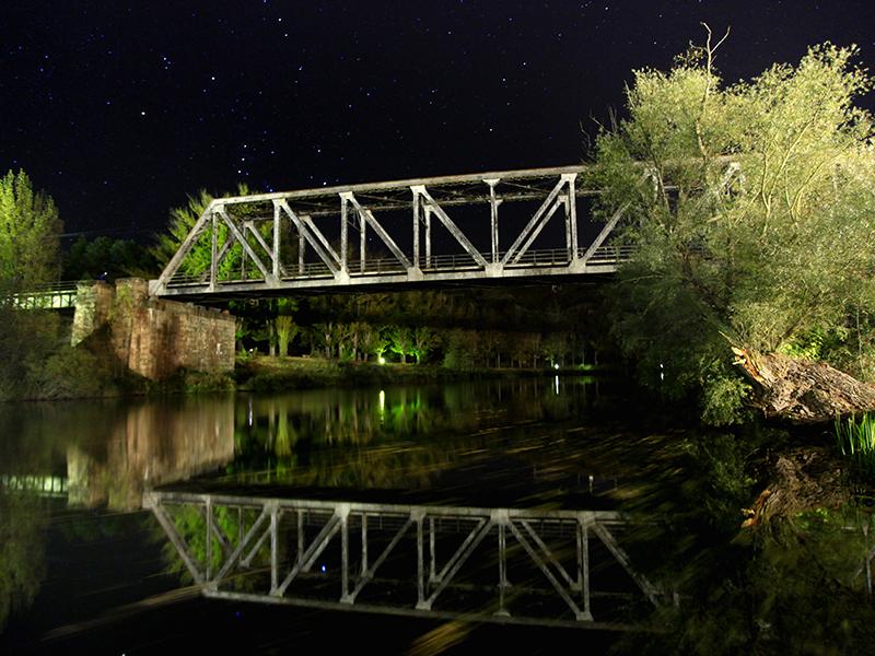 Puente de Hierro nocturno