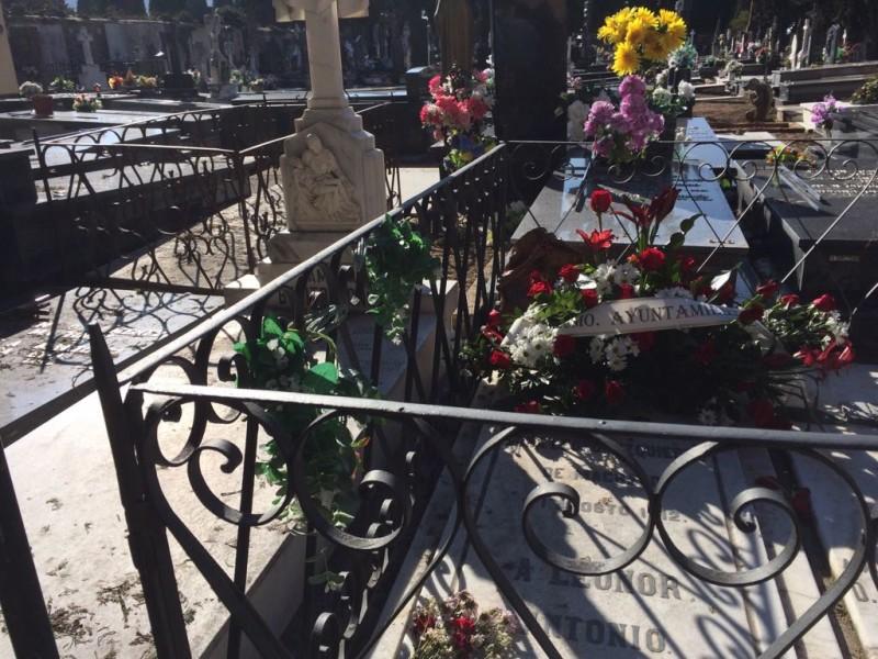 Soria cumple el encargo de Machado de visitar la tumba de Leonor en el aniversario de la muerte del autor de 'Campos de Castilla'