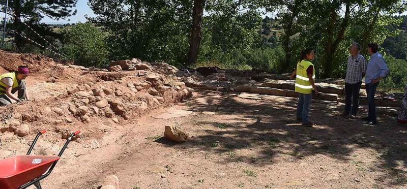 Los trabajos de puesta en valor de la iglesia de San Martín de la Cuesta descubren una necrópolis anexa a la iglesia