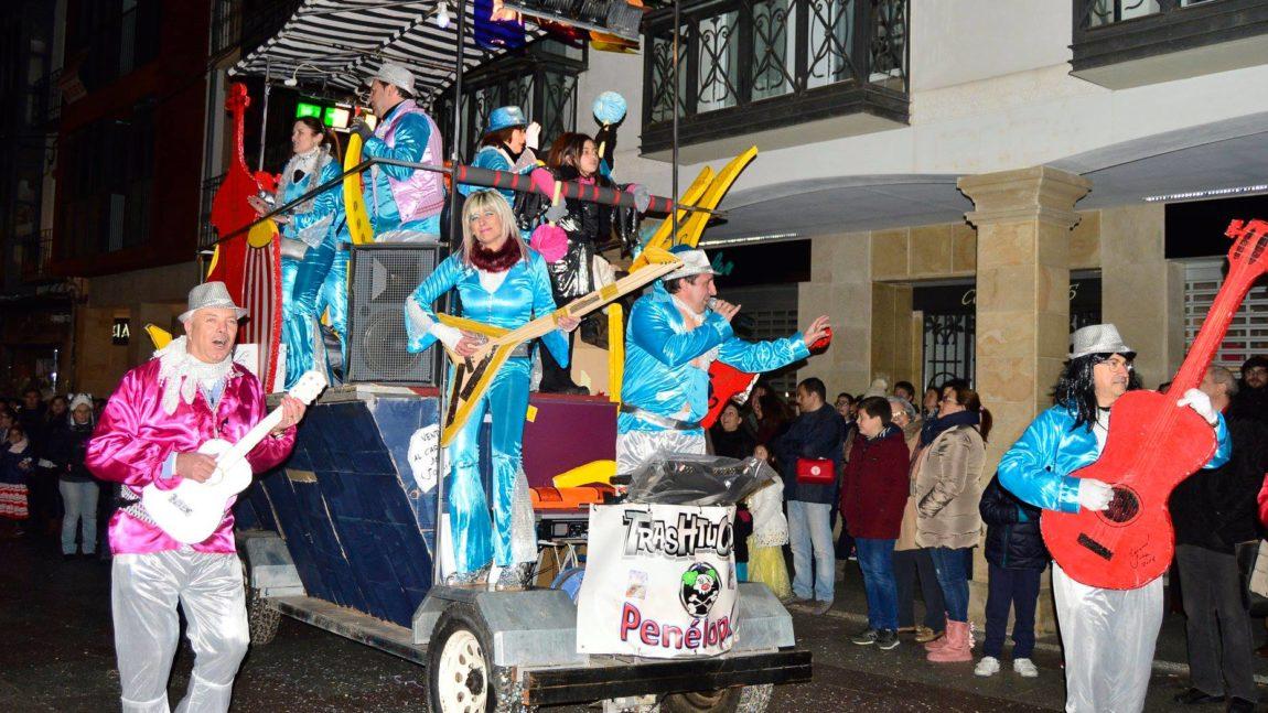 El Carnaval refuerza el entierro de La Sardina y lleva la celebración a las diferentes plazas del centro con citas en El Tubo, Plaza Mayor, Mariano Granados y Herradores